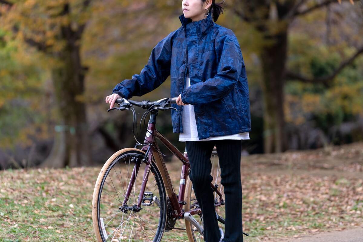 防水・防寒に加え、特許技術の回転式フードが冬の雨天時の自転車に最適! 5440 防水防寒ジャケット/5441 防水防寒ズボンスタイル3