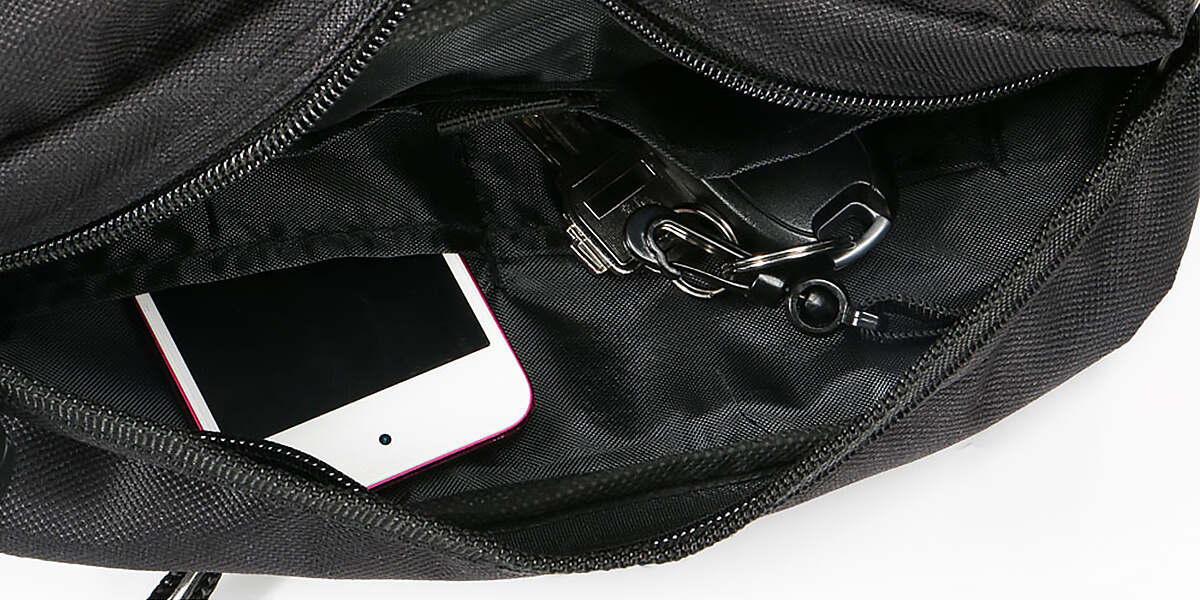 小物も整理して収納できるインナーポケット