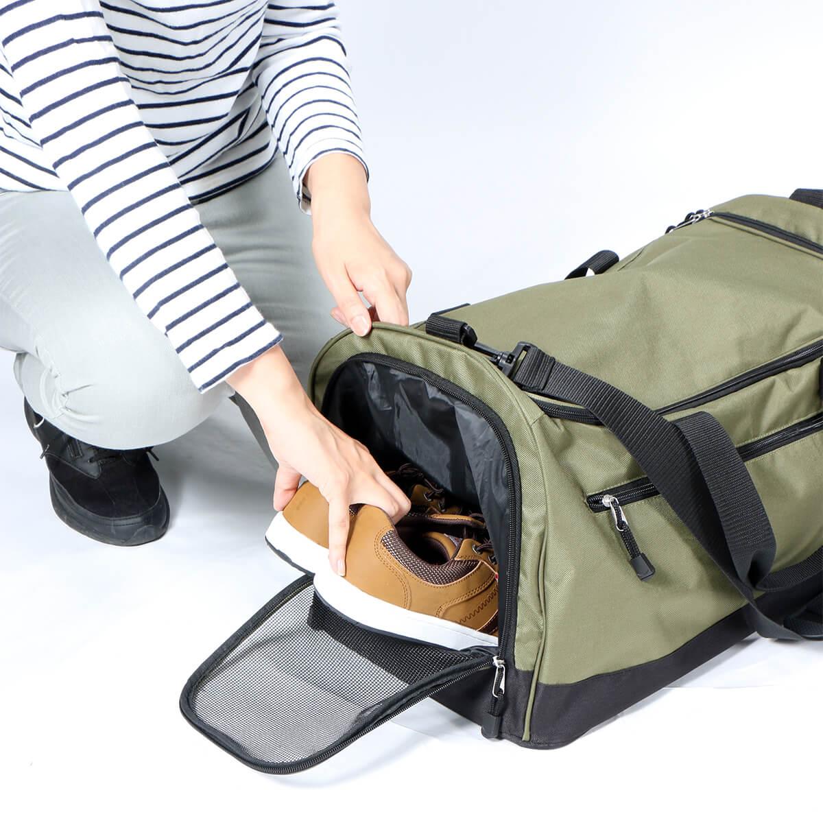 汚れたシューズも便利に収納可能なシューズポケット