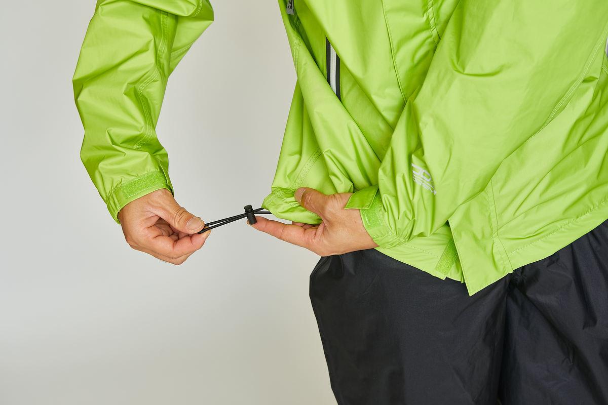 冷気の入り込みを防ぐ裾ドローコード