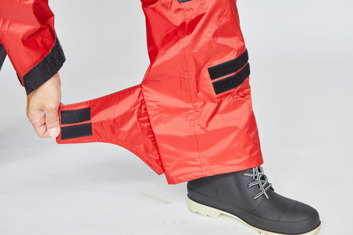 ベルクロで調節可能なパンツ裾