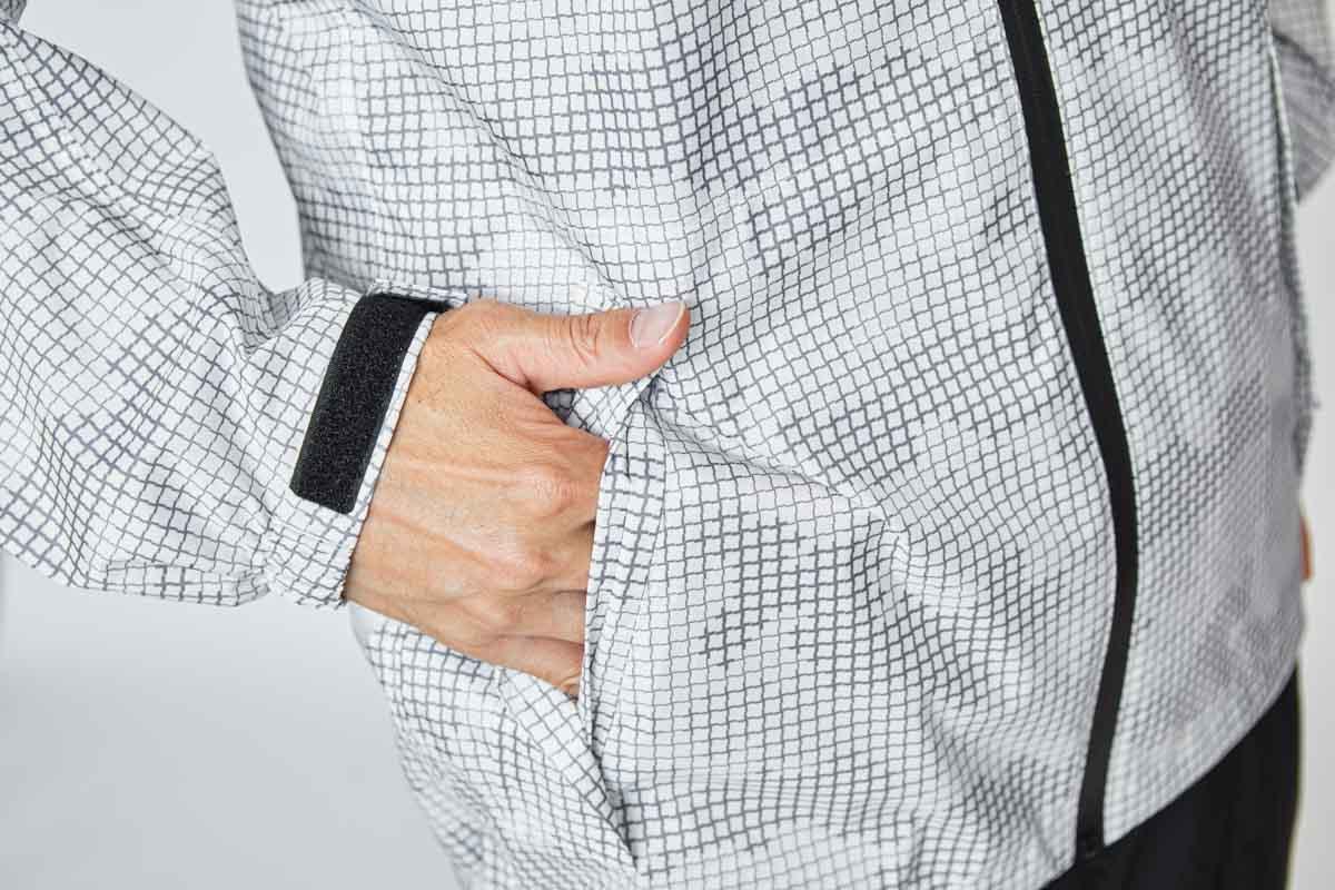 フラップ付きポケット 右