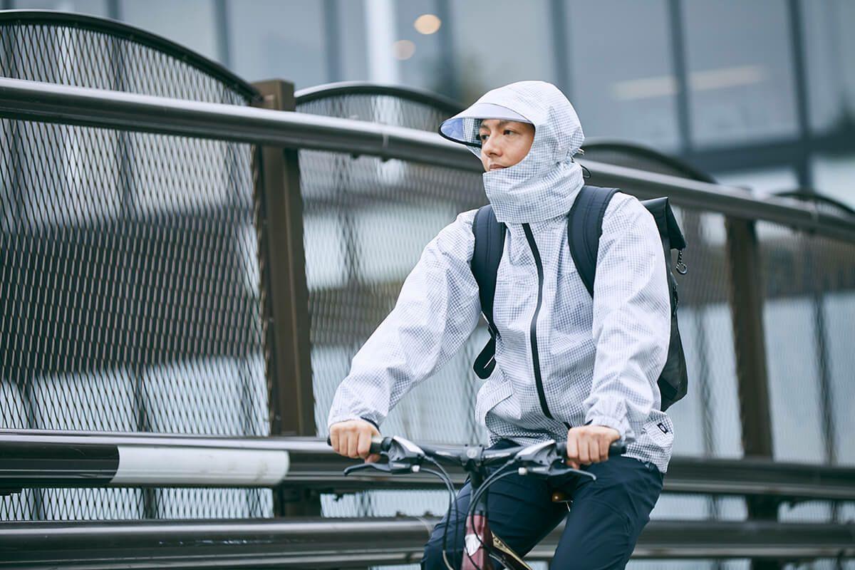 UberEats(ウーバーイーツ)や出前館の配達員の方にもぜひ!雨の日の安全・快適を保つNo.1上下レインスーツ「7580 レインシェイカー」を着用したデリバリー・ドライバー 02